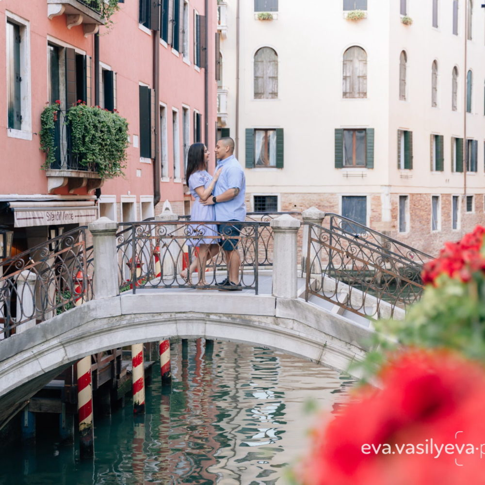 romantic photo shoot in Venice