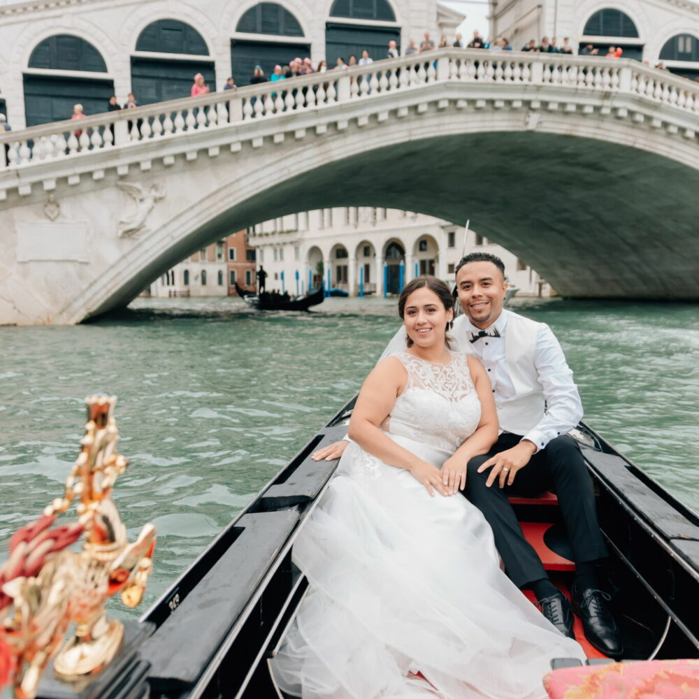 honeymoon photo shoot in venice