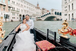honeymoon wedding photo shoot in venice