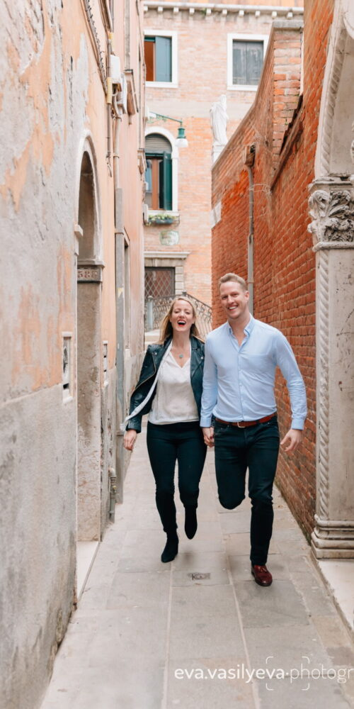 Engagement photographer in Venice